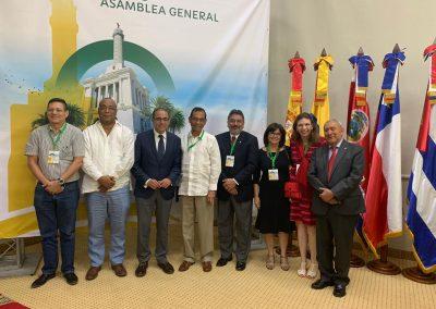 Miembros de la Asamblea General acompañan al presidente entrante de AUIP.